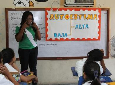 Damaris Guaza Sandoval of Colombia facilitates a workshop on self-esteem for a fourth-grade class at the Francisco Morazán school in La Ceiba, Honduras