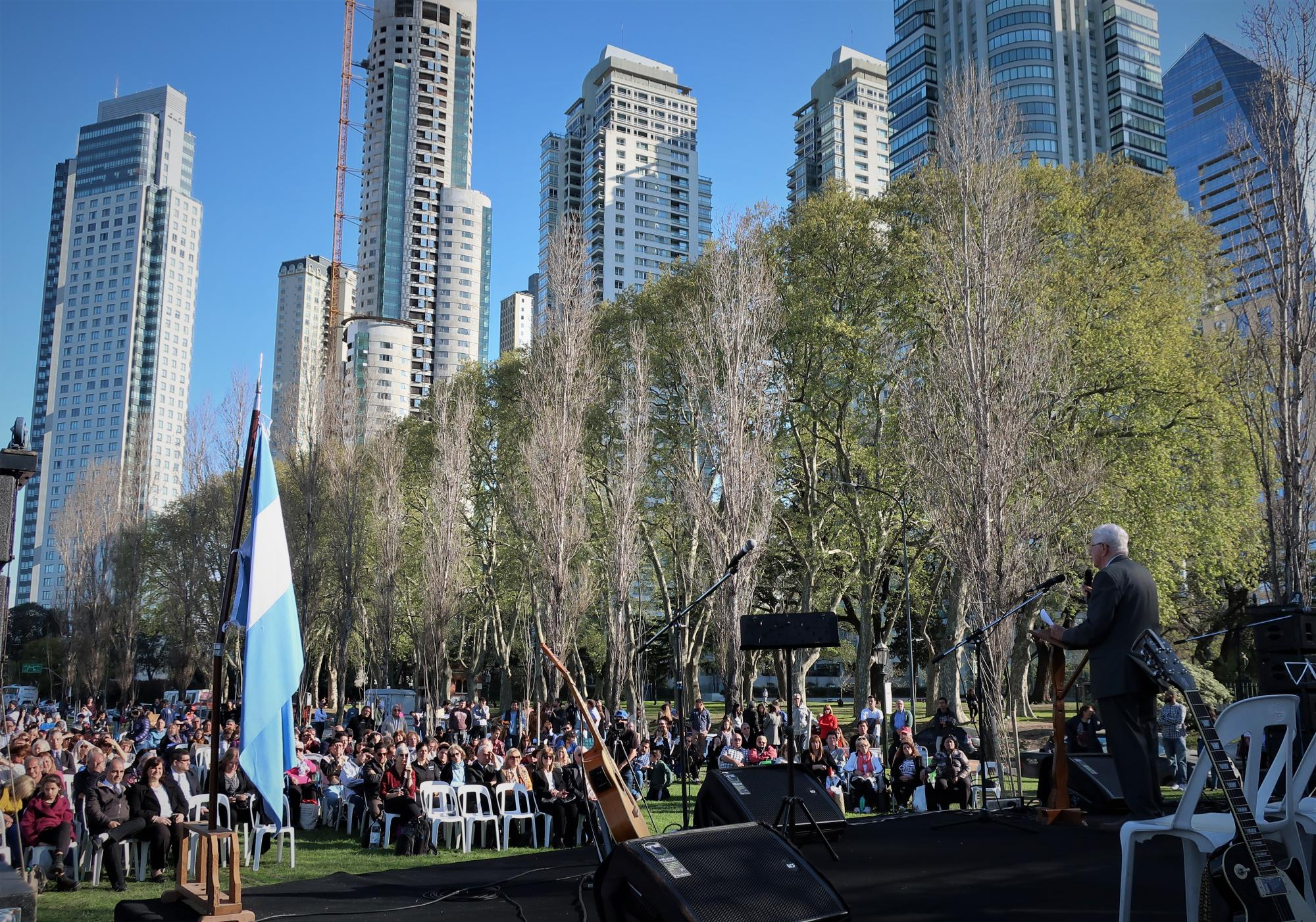 Mario Snyder speaks to several hundred Mennonites from across Argentina at the outdoor festivities marking the 100th anniversary of Mennonite witness in the country. The celebration was at Porto Madero, where the first missionaries landed in 1917. Photo: J. Nelson Kraybill.