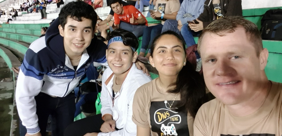 YAMENer Gerhard Peters (r) attended ALBA, an interchurch worship event, with young people from church (l-r): Josue Roman Cavero, Santiago Contreras, Betsabé Barrón; back row: Misael Barrón (red shirt). Photo: Gerhard Peters